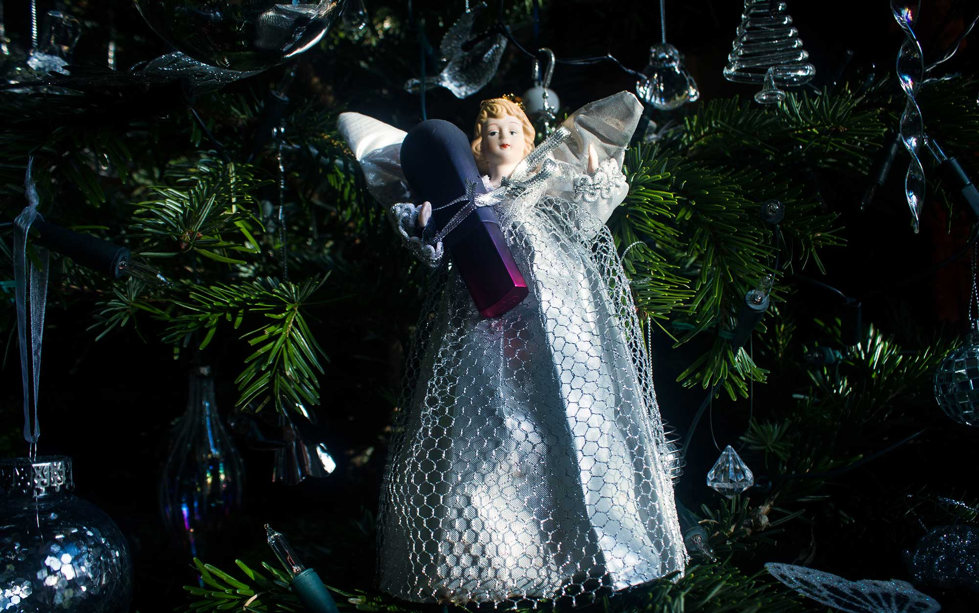 Angel in the Christmas tree clinging onto AMO