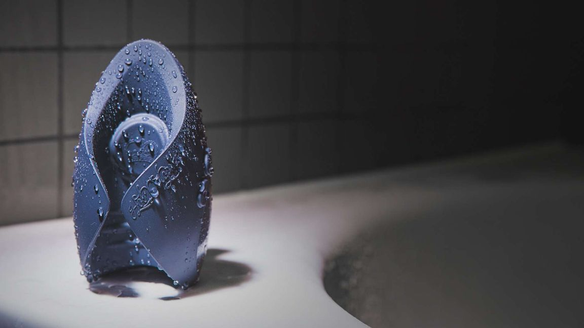 pulse duo covered in droplets of water on a bath